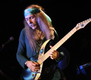 Uli Jon Roth (ex Scorpions guitarist) talks about his 40th Anniversary Tour, Sky Academy, Hendrix and much more
