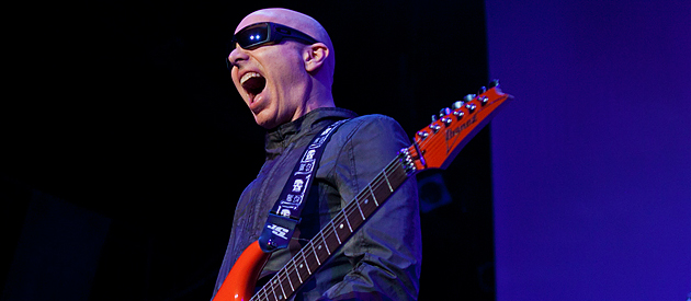 Joe Satriani – Macomb Music Theatre – Mt. Clemens, MI – 09/22/13 (Photos)