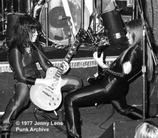 "The Runaways Author Evelyn McDonnell On Her New Book, ""Queens Of Noise"", Band's Legacy and More!"