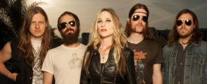 Huntress Vocalist Jill Janus Talks In Depth About Her Band's Eventful Year, Songwriting Inspirations, Image and More